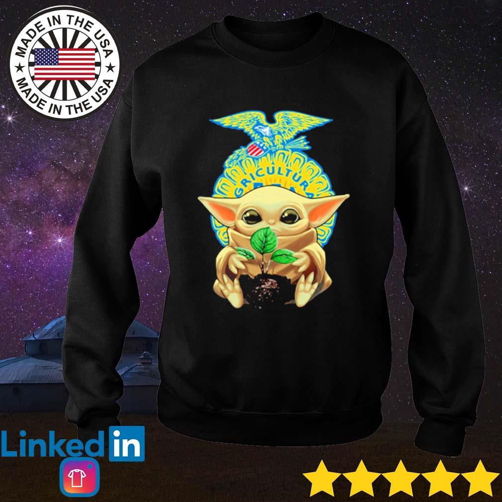 Baby Yoda hug FFA emblem s Sweater Black